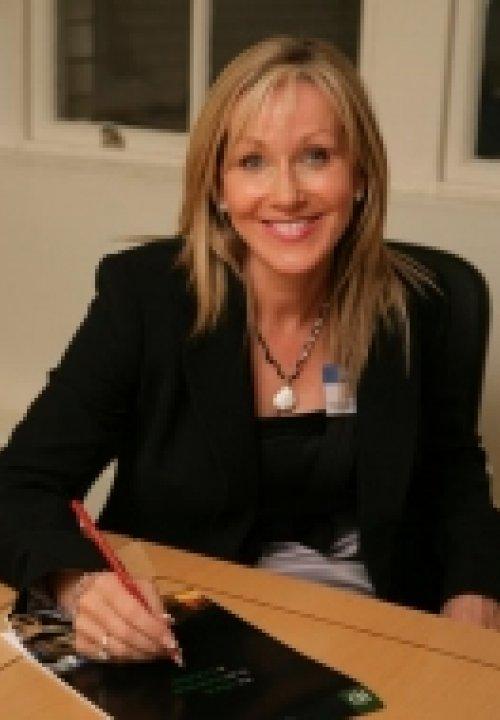 Dee Barrett-Davies